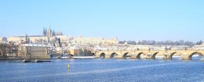 Castelo de Praga e ponte de Charles Fotografia de Stock