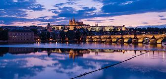 Castelo de Praga no por do sol Imagem de Stock Royalty Free