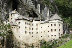 Castelo de Predjama em Slovenia Fotografia de Stock Royalty Free