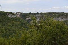 Castelo de Rocamadour do outro lado do vale imagens de stock royalty free
