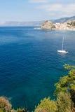 Castelo de Scilla e louro do mar fotos de stock