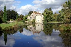 Castelo de Scotney, Kent, Inglaterra fotos de stock