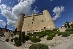 Castelo de Torija através de uma lente de fisheye fotografia de stock royalty free