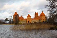 Castelo de Trakai em um dia nebuloso Fotos de Stock Royalty Free