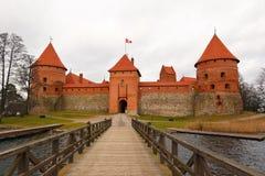 Castelo de Trakai em um dia nebuloso Imagens de Stock Royalty Free