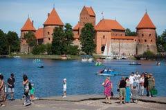 Castelo de Trakai, um dos destinos os mais populares do turista em L imagem de stock royalty free