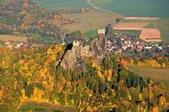 Castelo de Trosky - foto da mosca Fotos de Stock Royalty Free