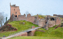 Castelo de Urquhart do vale: Loch Ness. Imagem de Stock