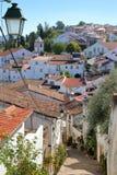 CASTELO DE VIDE, PORTUGAL: Típico embeba a rua cobbled na cidade velha fotos de stock
