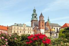 Castelo de Wawel com flores Fotos de Stock
