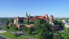 Castelo de Wawel, Krakow, Poland Panorama aéreo video estoque