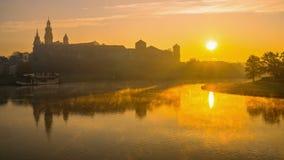 Castelo de Wawel no nascer do sol vídeos de arquivo
