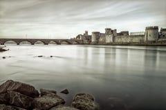Castelo do rei John no Limerick, foto de Ireland.B&w Foto de Stock