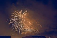 Castelo dos fogos-de-artifício de cores da noite imagem de stock