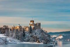 Castelo durante uma noite gelado, Polônia de Niedzica fotografia de stock