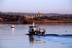 Castelo e barco de Warkworth Fotos de Stock Royalty Free