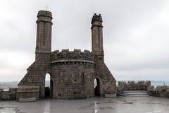 Castelo e igreja na baía de Mount's Foto de Stock