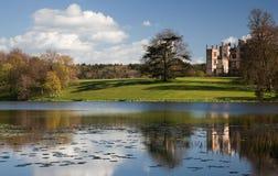 Castelo e lago de Sherborne Foto de Stock Royalty Free