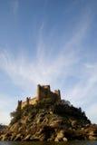 Castelo e nuvens de Almourol foto de stock