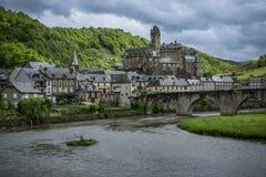 Castelo e ponte medievais de estaing, france Imagens de Stock Royalty Free