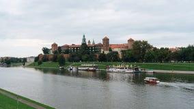 Castelo e Vistula River de Wawel em Krakow, Polônia Fotografia de Stock