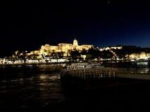 Castelo em Budapest na noite Fotografia de Stock
