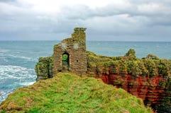 Castelo em penhascos da costa Fotografia de Stock Royalty Free