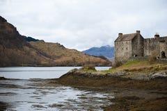 Castelo em um lago Fotografia de Stock