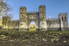 Castelo engodo na cidade do banho com céu azul imagens de stock