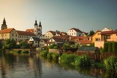 Castelo espetacular em um por do sol em Telc, uma cidade em Moravia, um local do patrimônio mundial do UNESCO em República Checa, Fotografia de Stock Royalty Free