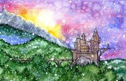 Castelo feericamente no por do sol verde da floresta foto de stock royalty free