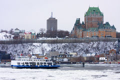 Castelo Frontenac e Saint Lawrence River no inverno Imagem de Stock Royalty Free