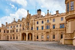 Castelo gótico neo no Lednice Moravia sul República Checa imagens de stock