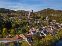 Castelo Hardegg em Áustria - vista aérea fotos de stock