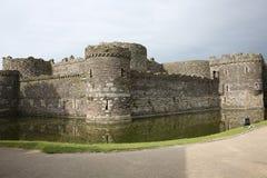 Castelo histórico de Beaumaris em Gales, Grâ Bretanha fotografia de stock