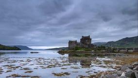 Castelo histórico no lapso de tempo de Escócia filme