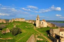 Castelo, igreja e paredes abandonados fotos de stock royalty free