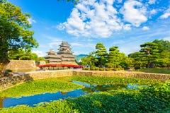 Castelo Lily Pad Pond Foreground H de Matsumoto imagens de stock