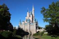 Castelo mágico do reino de Disneyworld foto de stock royalty free