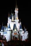 Castelo mágico Florida de Disney na noite Fotografia de Stock Royalty Free