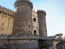 Castelo medieval de Castel Nuovo em Nápoles fotografia de stock