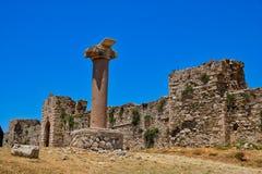 Castelo medieval de Methoni, paredes de pedra e coluna, Grécia foto de stock royalty free