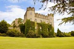 Castelo medieval irlandês em Malahide, Dublin fotos de stock