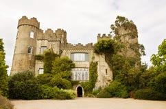 Castelo medieval irlandês em Malahide em Dublin imagens de stock royalty free