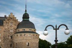 Castelo medieval velho em Orebro, Suécia, Escandinávia imagens de stock