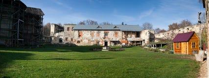 castelo Metade-arruinado de Sieniawski 1534 anos em Berezhany Imagens de Stock Royalty Free