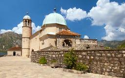 Castelo na ilha no lago montenegro foto de stock