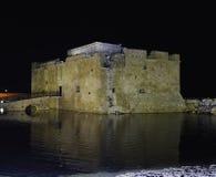 Castelo na noite, Chipre de Paphos Imagens de Stock
