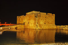 Castelo na noite, Chipre de Paphos Fotos de Stock