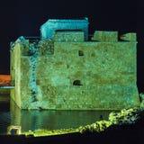Castelo na noite, Chipre de Paphos Fotos de Stock Royalty Free